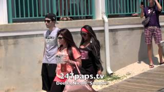 Snooki Walking with Deena and Vinnie on the Jersey Shore