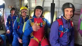 Подарили Папе первый Прыжок с парашютом | ПАПА прыгает с ПАРАШЮТОМ  видео😮 ВАУ