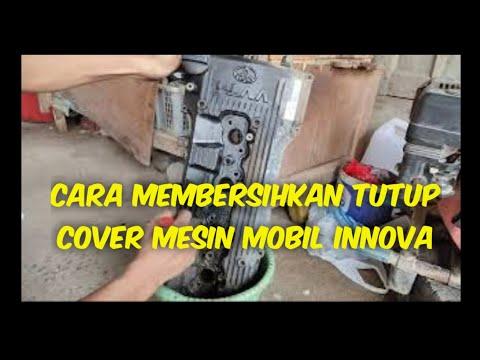 cara-membersihkan-tutup-cover-mesin-mobil-innova