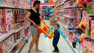 Tipos de Crianças na loja de brinquedos 03