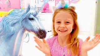 Nastya y Margarita, princesas historia de nuevos juguetes y ropa