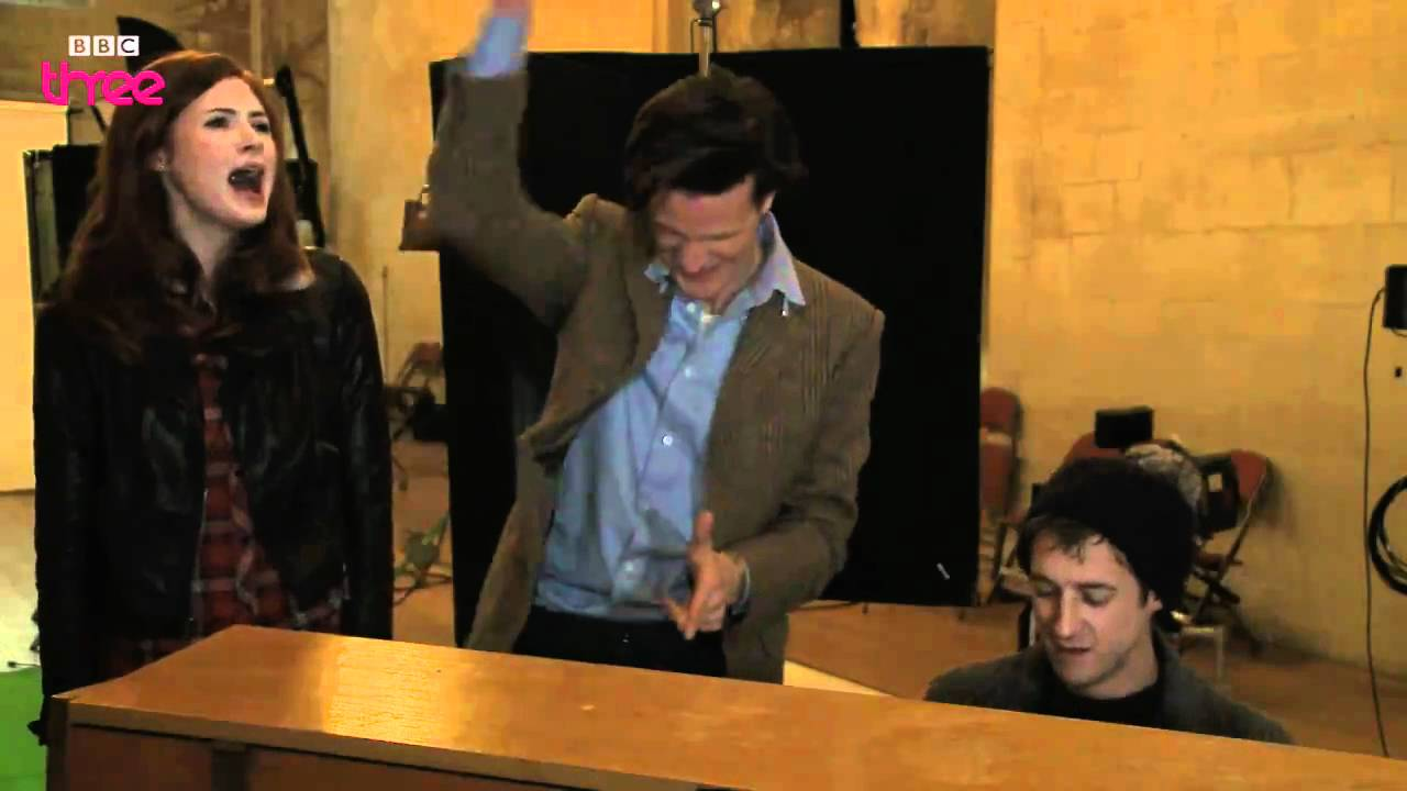 Doctor Who cast sing a Christmas carol - Doctor Who Confidential ...