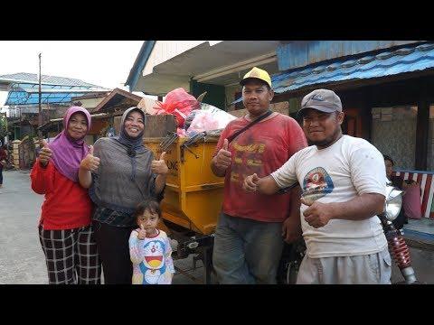 Warga Berbas Pantai Rasakan Manfaat Bantuan Motor Pengangkut Sampah dari Badak LNG