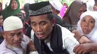 Kesedihan Ustadz Maulana Saat Pemakaman Istri Tercinta