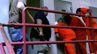 Getting trapped in the prison cell. (raw footage)