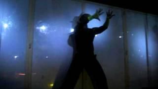 Tjp, gogo, gogos, intentando bailar sin inspiracion por incomodo podium. como me bailar