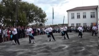 СШ №1 г.Тайынша. Красивый танец пап и дочереи...