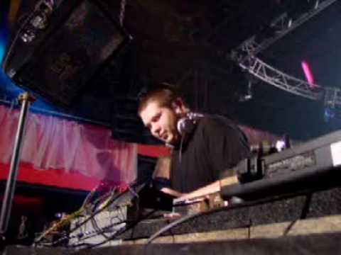 DJ Noise - MAD Club Lausanne 2002.10.04