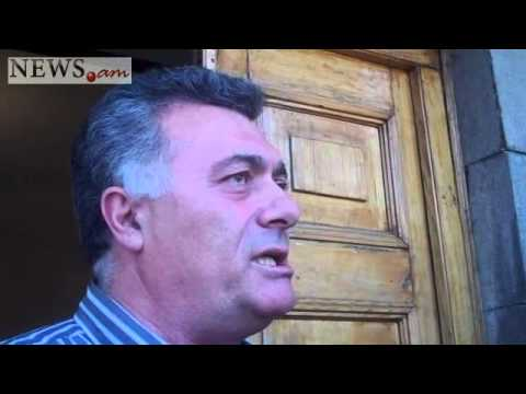 Protest action near Armenian parliament, protesters demand extraordinary sitting