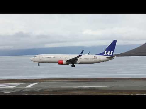 SK4414 landing at runway 28 Svalbard airport Longyear.
