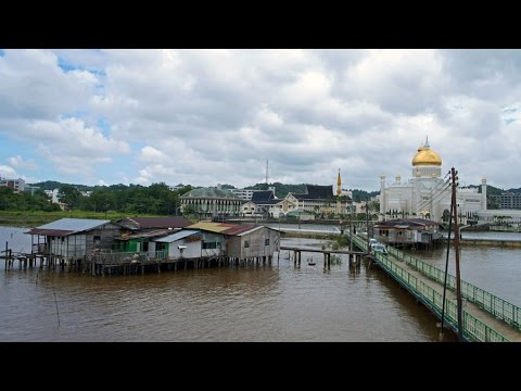 Walking in Bandar Seri Begawan (Brunei)