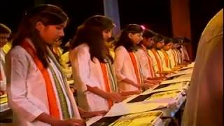 "Song "" Hao Dhoromete Dhir "" Played by Musical Fingers & conducted by Shanoli Sen ."