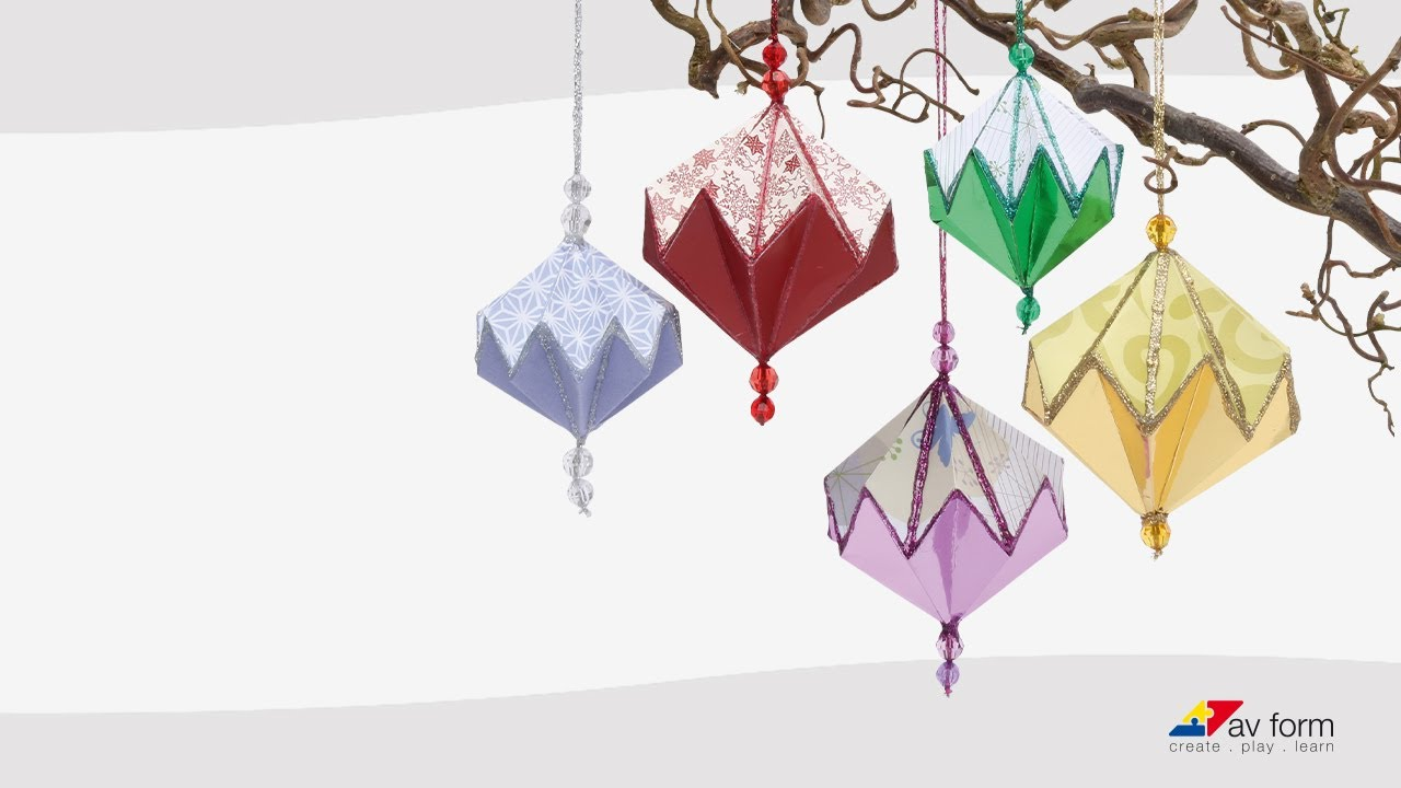 Smukke foldede julekugler i papir