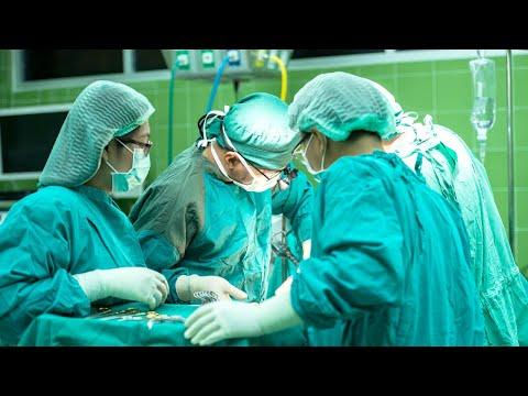 Médicos são acusados de esquecer instrumento dentro de paciente | SBT Notícias (18/05/18)