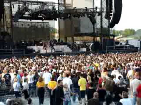 Hinder - Heaven Sent You NEW SONG @Hershey