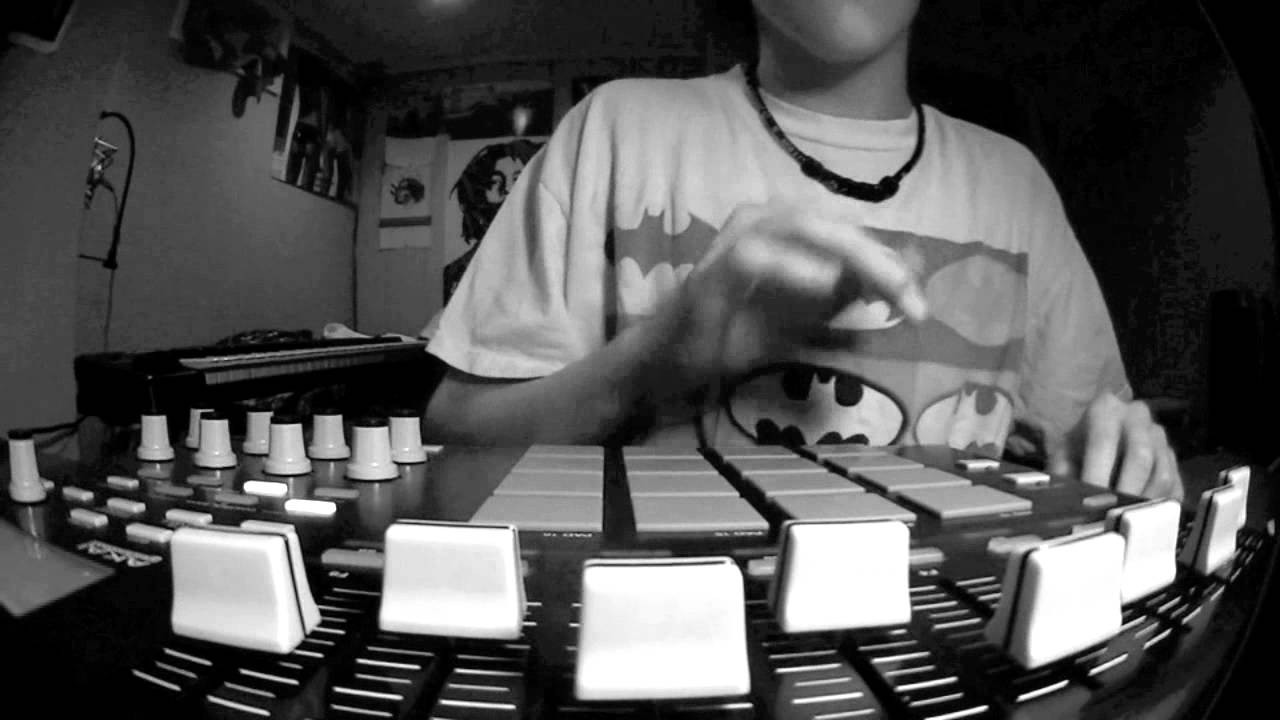 MPD32 - Sampling Soul (Hip Hop Beat) - YouTube