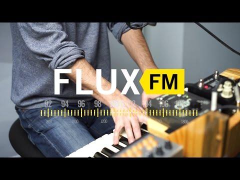 "Leif Vollebekk - ""All Night Sedans"" live @FluxFM"