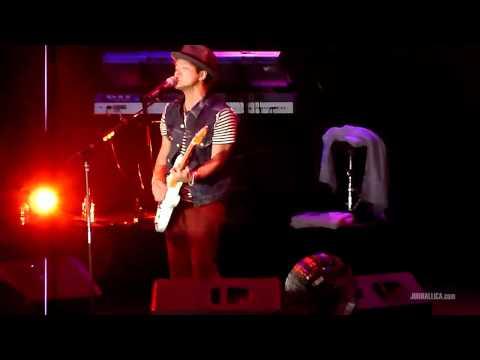 Bruno Mars - Grenade (Live in Jakarta, Indonesia, 5 April 2011)