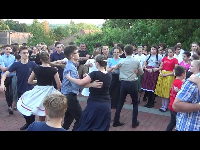 Tánc a templom előtt - Taba Csaba és Fejér Erika tanítványai - 2019 Métatábor