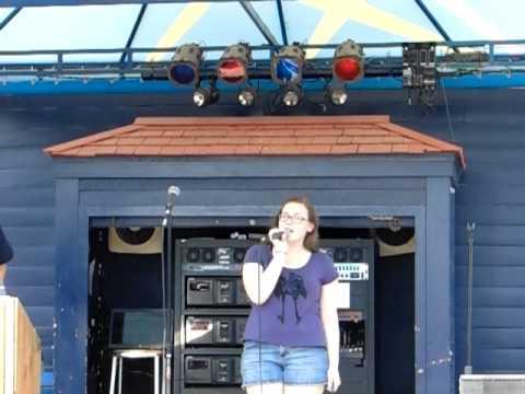 Emma singing Jolene - Karaoke
