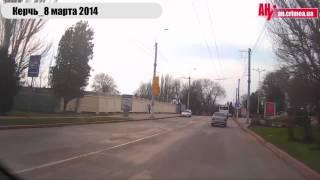керчь закрашивают надпись за россию(, 2014-03-09T07:47:00.000Z)