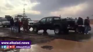 السيول تجرف سياره ملاكى بالطريق الدائرى بالغردقة..فيديو