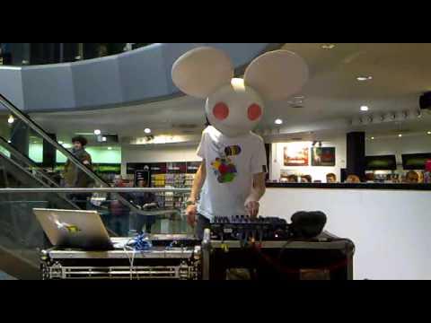 Deadmau5 @ HMV Glasgow moar ghosts 'n' stuff