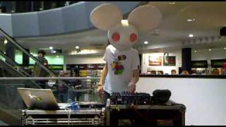 Deadmau5 @ HMV Glasgow moar ghosts
