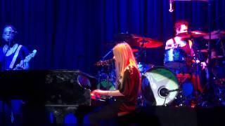 Avril Lavigne - Stop standing there (Piano Version) live im Palladium, Köln 19-09-2011