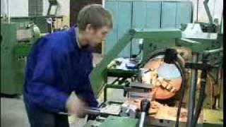 Смотреть видео станочник металлообработка что он делает