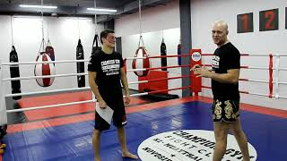 Видео-урок по тайскому боксу | Прямой удар ногой в живот