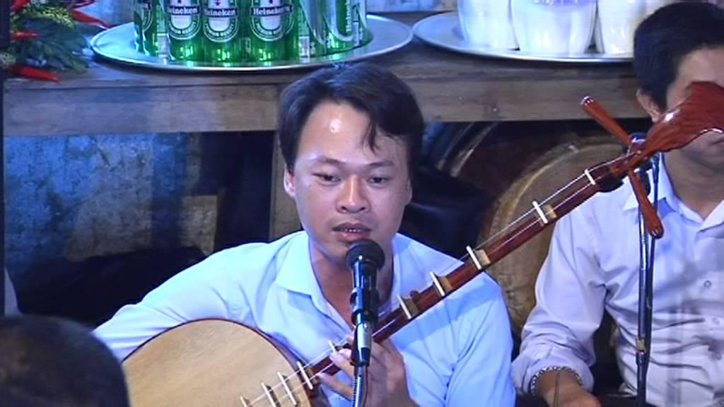 Quan Hoàng Mười ( Thanh  Đồng Phùng Đức thuấn) hát văn nghệ sĩ thanh long