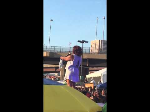 """Stephanie Mills performs """"Feel The Fire"""" at African American Festival"""