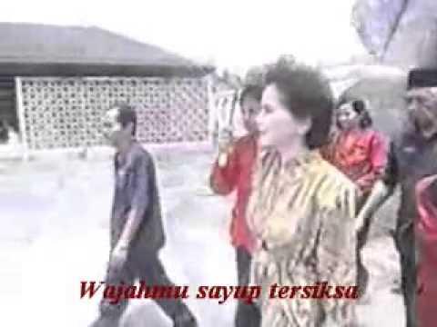 Download Mp3 Satukanlah Hati Kami - Poppy Mercury terbaik