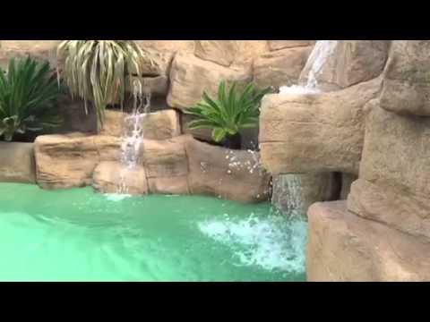 Piscina tematizada en hormig n gunitte y cascada de agua youtube - Piscinas de sarriguren ...