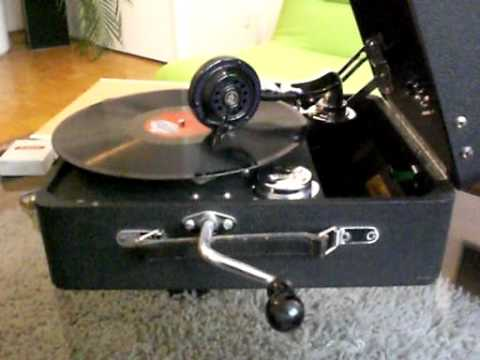 1933 Odeon Gramophone in Action