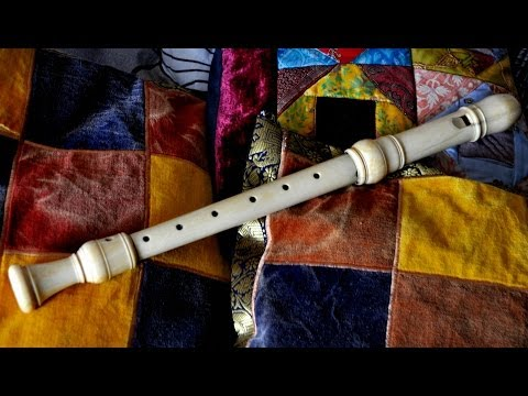 Un antico flauto dolce in avorio (An ancient ivory recorder)