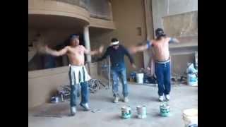 Albaniles bailando Zumba Segunda Clase E...