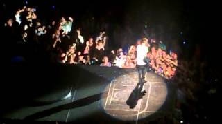 Justin Bieber singing U got it Bad and brought a little girl on stage in Memphis! ORIGINAL