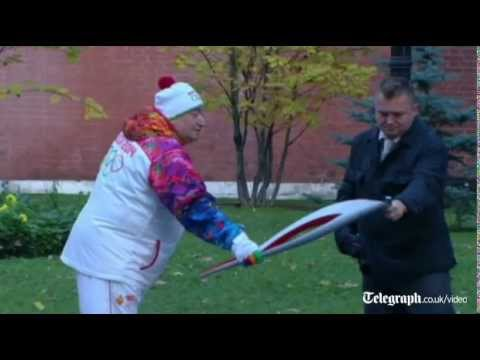Ooops! Olympic Torch goes out in Moscow