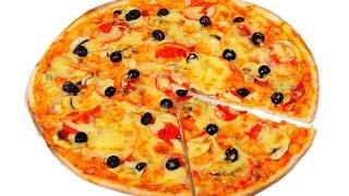 Пицца с колбасой, сыром, помидорами и маслинами