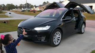 Download lagu My 5yr old GrandDaughter Zoe watching the Tesla Model X Holiday Light Show!