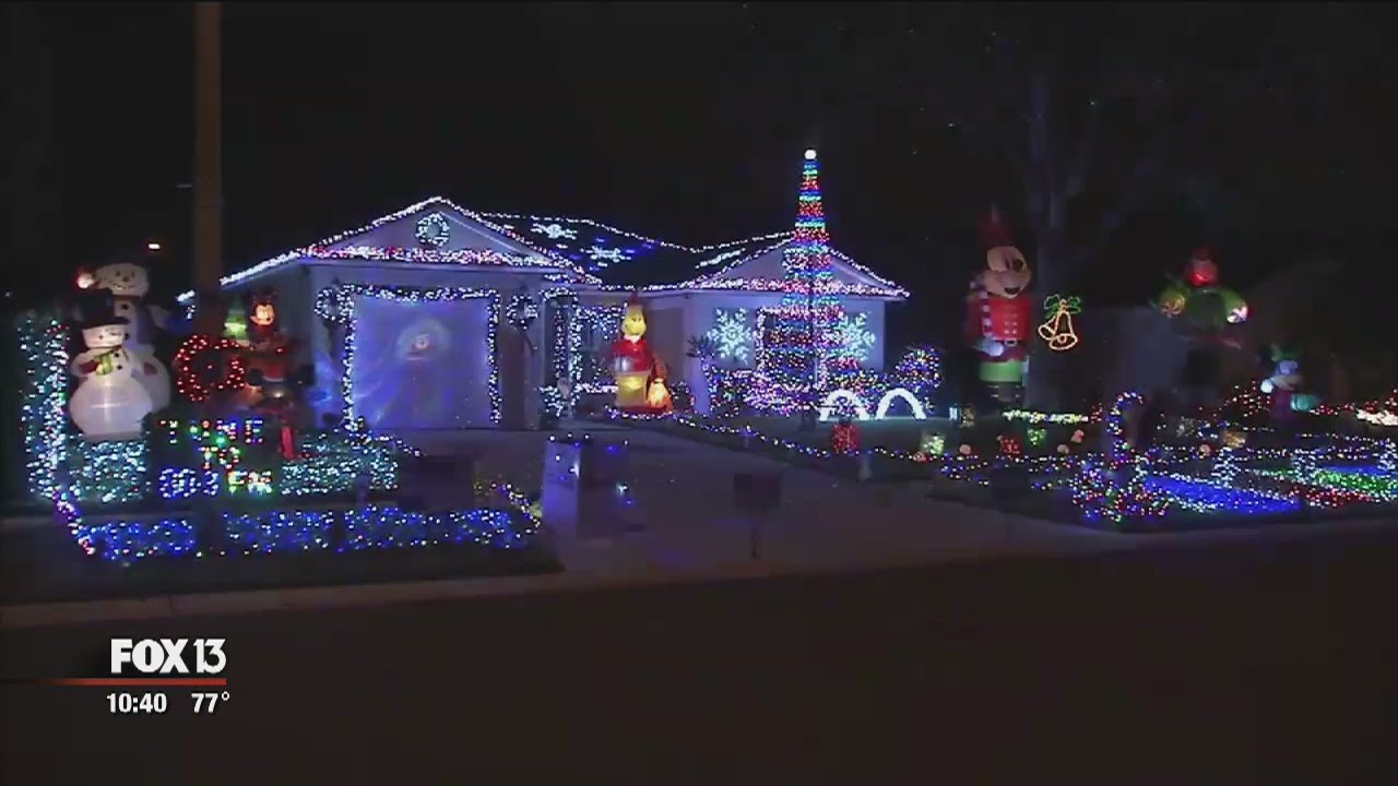 Christmas Lights To Music.Tampa Home Has 55 000 Christmas Lights Synced To Music