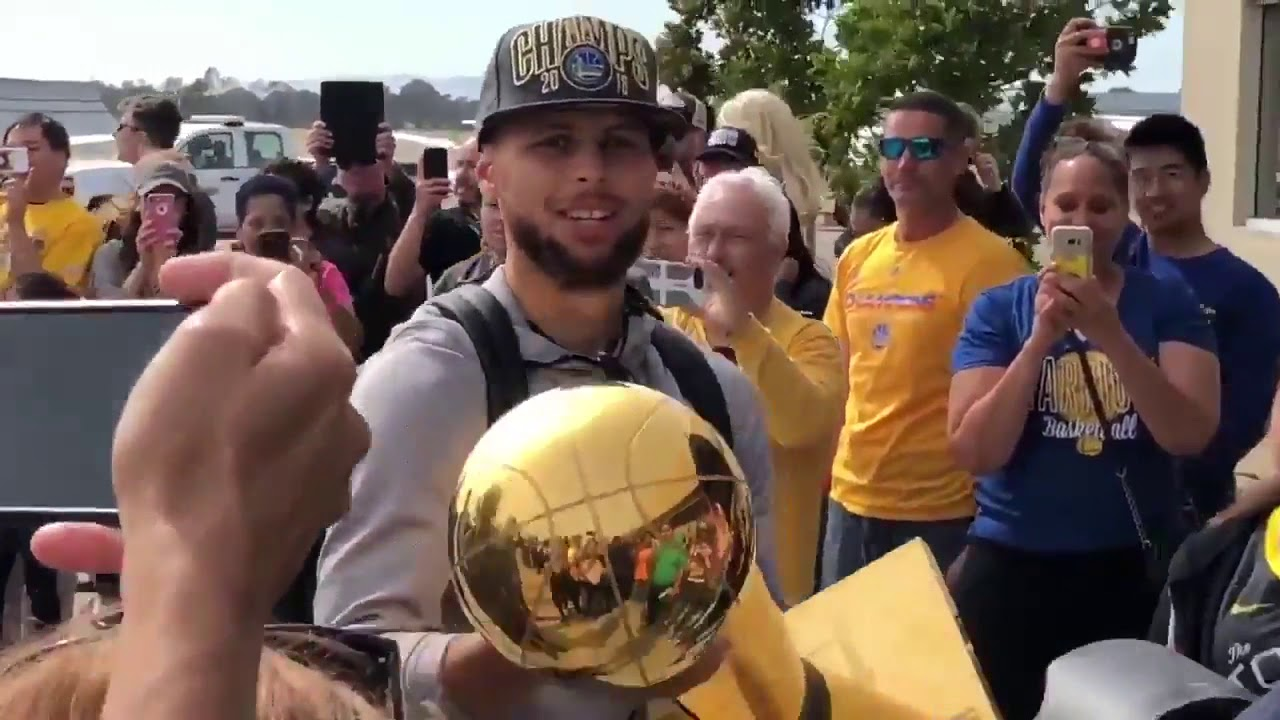 golden-state-warriors-returning-home-after-winning-the-championship