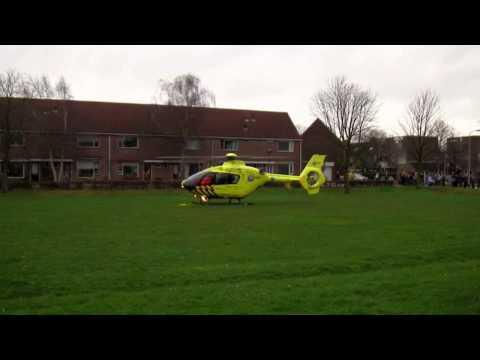 (Ingezonden video) Traumahelikopter vertrekt vanaf de Mark in Huizen