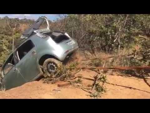 RP▶ Retirada do carro de jovens desaparecidos de dentro do poço escuro, em Planaltina Goiás