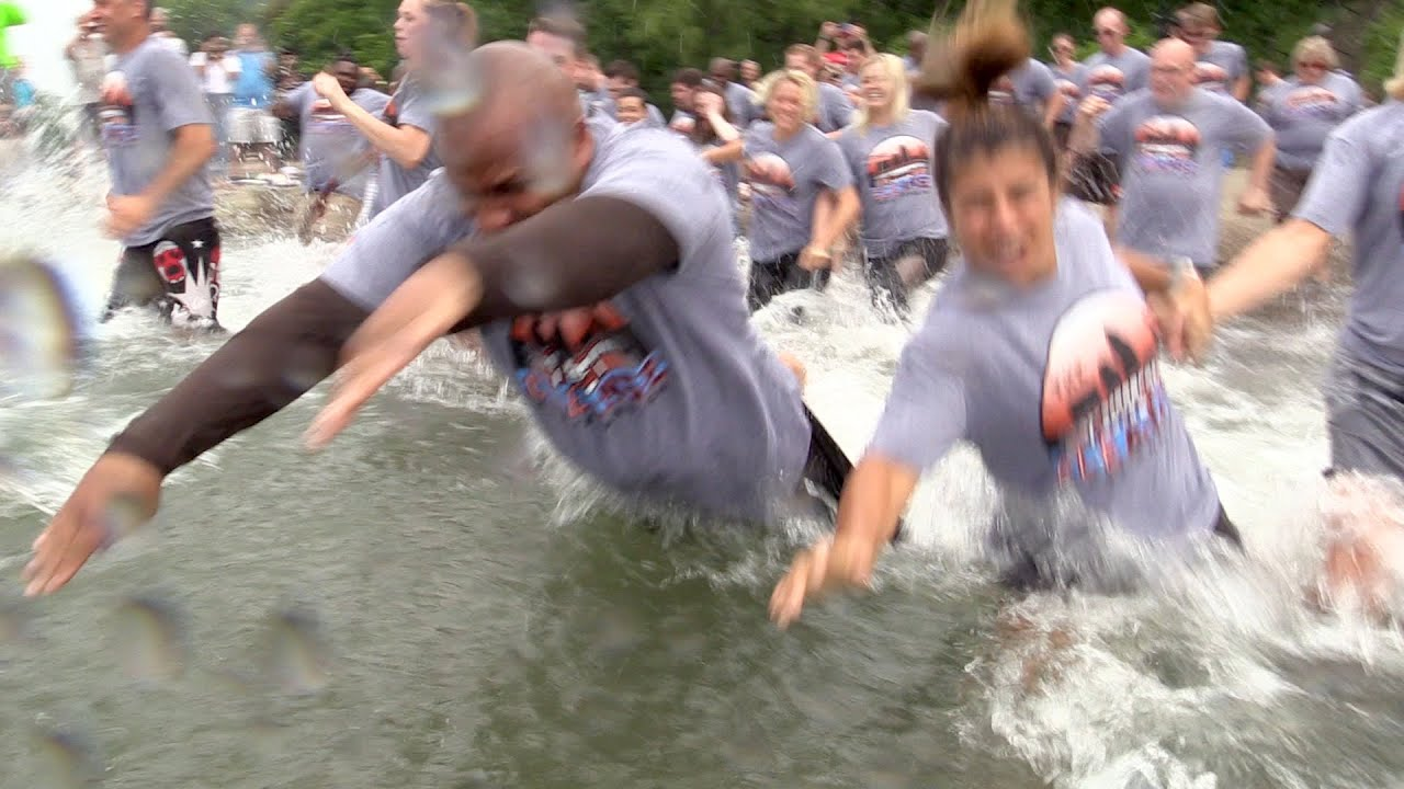 Browns' Hue Jackson jumps into Lake Erie, fulfilling 1-15 promise