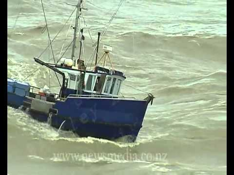 Fishing boats nearly capsize and sink entering the Greymouth River