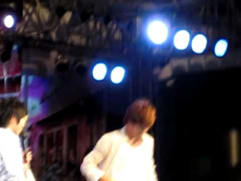 [fancam] Nickhun 2pm take off his shirt!
