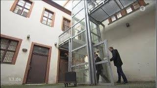In Stendals Rathaus findet man den langsamsen Aufzug der Welt - aber mit einem Aufzugführer